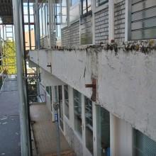 Aanzicht betonranden balkons Beethovensingel 33 t/m 55 Rotterdam.