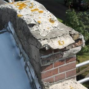 Beschadigde betonnen delen voor de reparatie.