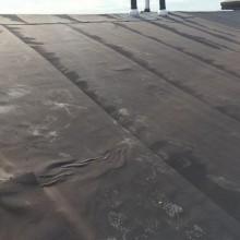 De bestaande lekkende dakbedekking
