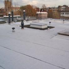 Aanzicht na de renovatie van de dakdedekking van de v.v.e schepenstraat te Rotterdam.