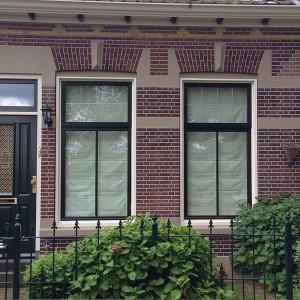 Dorpsstraat 50 Gevel aanzicht met ambachtelijk snijvoeg in de traditionele stijl.