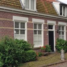 Dorpsstraat 52 Gevelaanzicht met ambachtelijk voegwerk met een typevoeg snijwerk in een traditionele stijl.