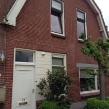 Dorpsstraat 54 in Capelle aan den IJssel. Gevelaanzicht met een ambachtelijk snijvoeg in de traditionele stijl