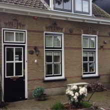 Gevelrenovatie Dorpsstraat 48 Gevelaanzicht met ambachtelijk snijwerk in de traditionele stijl.