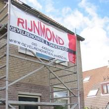 Start van het renoveren van de gevels bij de woning in Rhoon