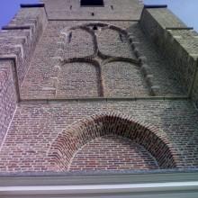 In opdracht van Monumentenzorg uitgevoerde gevelrestauratie van de monumentale kerk in Heerjansdam.