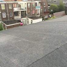 Nieuwe aangebrachte dakbedekking.