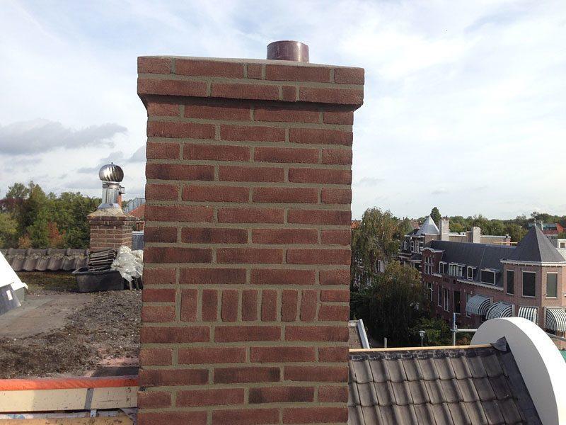 Nieuwe schoorsteen opgemetseld zoals in het bestaande metselverband - Centraal geschorste schoorsteen ...
